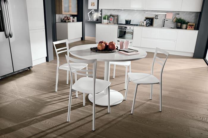Colombini Casa Cucina Moderna Isla abbinata a tavolo e sedie 91a