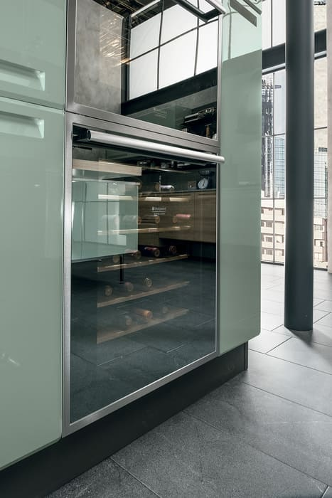 Colombini Casa Cucina Moderna Isla vetrina porta vino 36