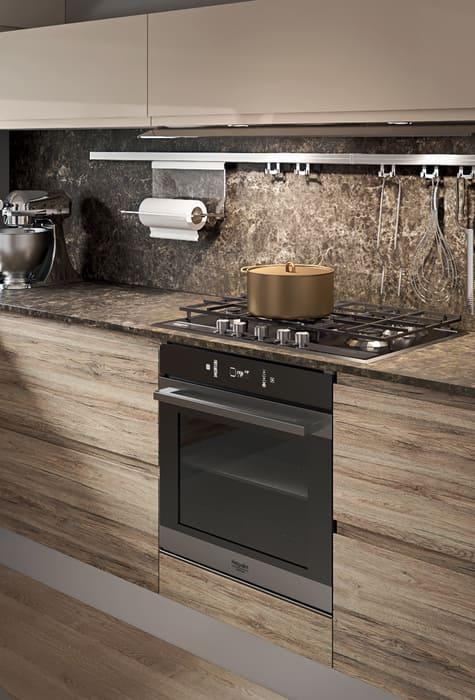 Colombini Casa Cucina Moderna Pura sportelli rovere e piano marmo scuro 66b
