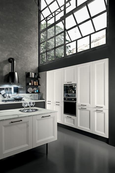 Colombini Casa Cucina Moderna Riviera sportelli bianchi con maniglie nere 69a