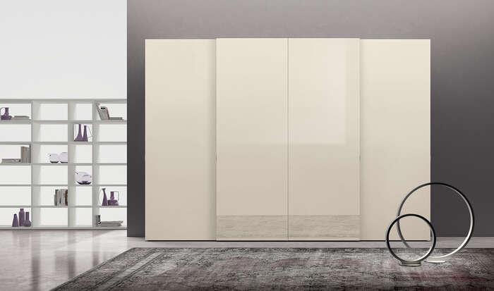 armadi in stile moderno con anta scorrevole chiaro