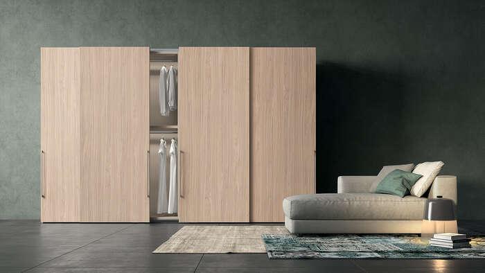 armadi moderni con anta scorrevole color legno chiaro